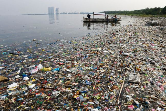 oceans-trash-water-1_80621_990x742